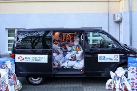 Humanost na delu: NIS podelio paketiće za decu
