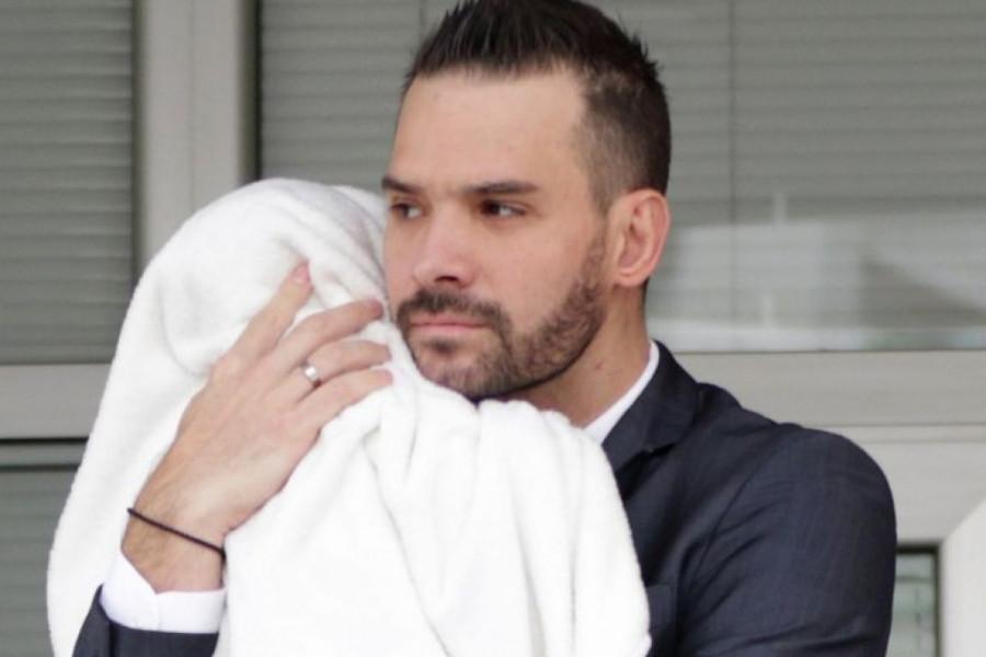 Pravi romantik: Filip Živojinović, sa sinom Aleksandrom u naručju, otkrio novogodišnju želju (foto)