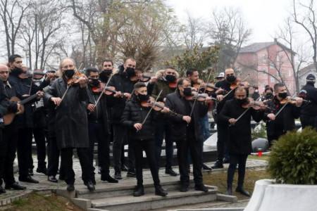 I nebo je zaplakalo: Uz zvuke 50 violina, suze i jecaje sahranjen Džej Ramadanovski (video)