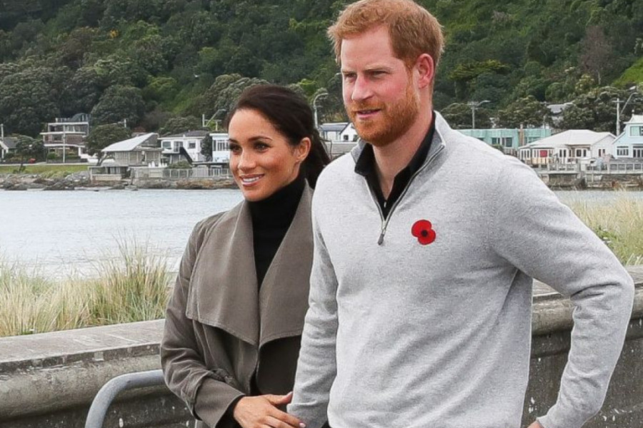 Hari i Megan oduševili javnost novim portretom: Šta to vojvotkinja nosi na ruci? (foto)