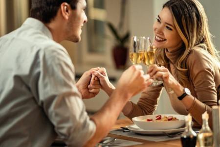 Horoskop za 17. oktobar: Bikovi, priredite partneru romantični vikend