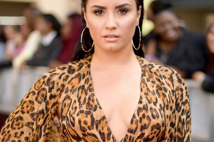 Demi Lovato je skrhana: Kupila je venčanicu, a onda ipak skinula prsten