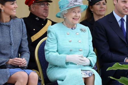 Ove godine, praznici će za kraljevsku porodicu biti potpuno drugačiji: Stižu im neočekivani gosti!
