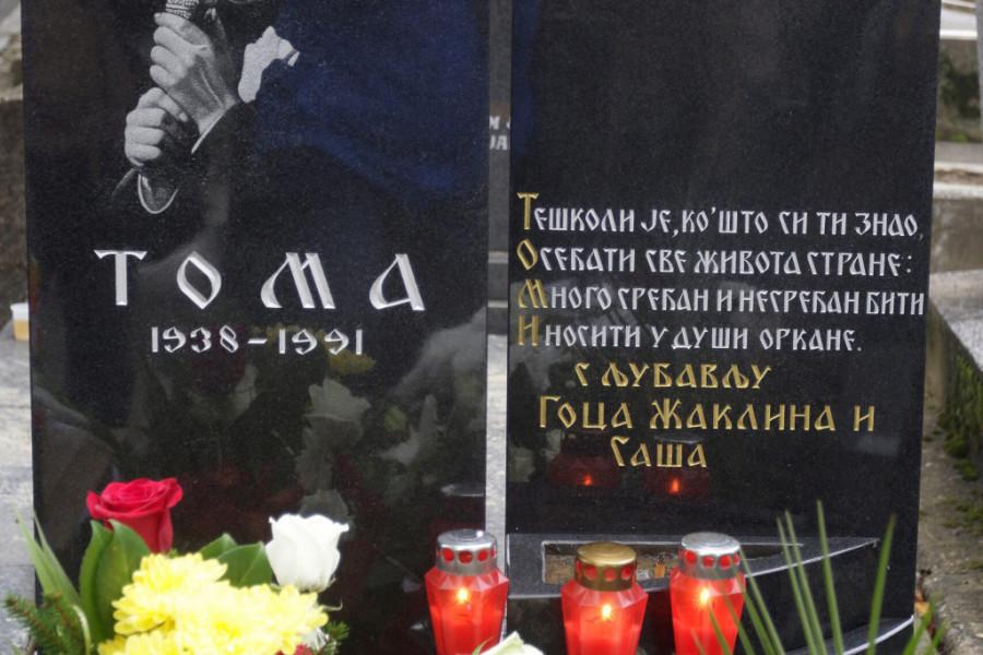 Dvadeset devet godina bez Tome Zdravkovića: Porodica i prijatelji okupili se da muzičkoj legendi odaju počast