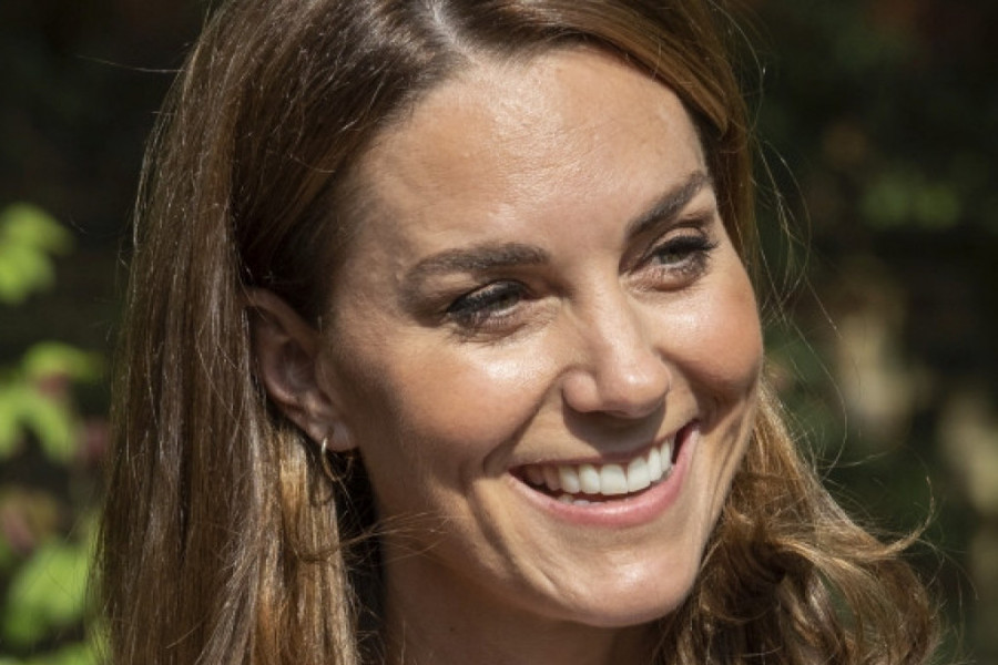Svi ogovaraju Kejt Midlton - oko njenog vrata zasijala nova skupocena ogrlica (foto)