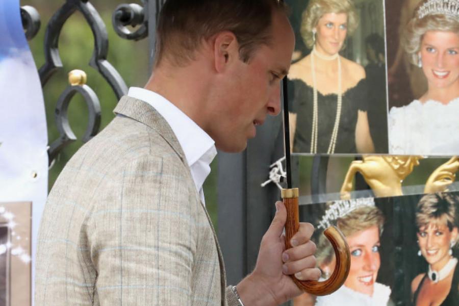 Odvezen u bolnicu: Princ Vilijam kolabirao na majčinom grobu
