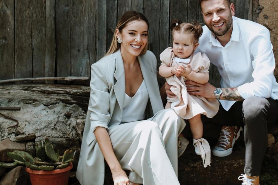 Ekskluzivne fotografije bajkovite proslave: Jovana i Vladan Savić krstili ćerku Anđeliju