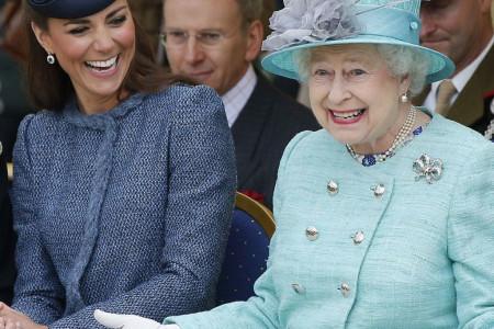 Kraljica Elizabeta se pridržava posebnih pravila i za stolom