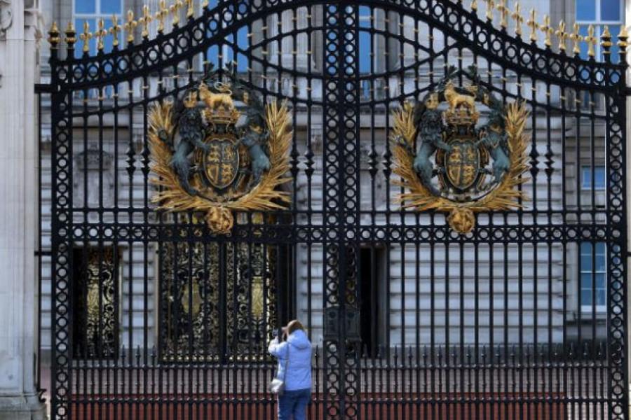 Kraljevska porodica u panici: U Bakingemsku palatu stigao koronavirus