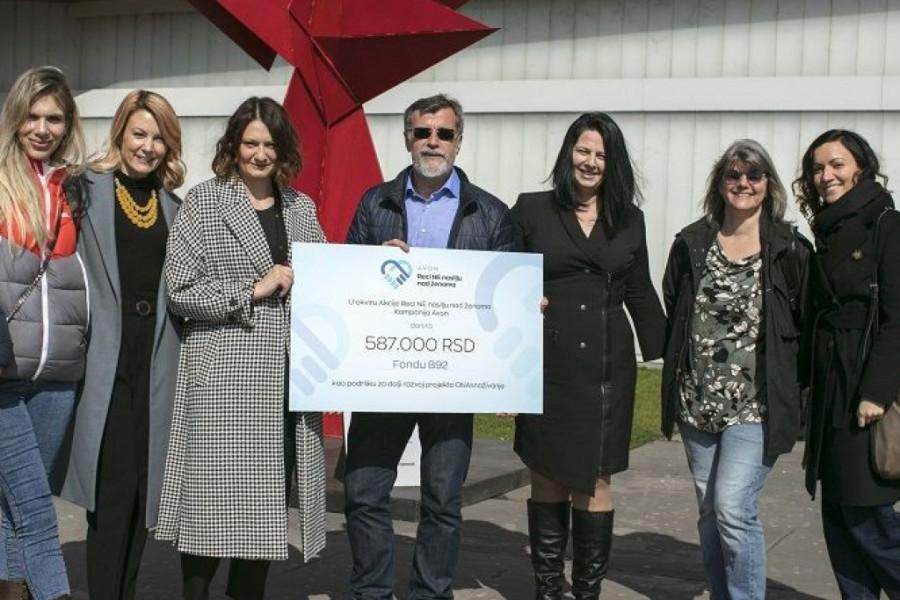 Avon donacija za dalji razvoj projekta Fonda B92 ONAsnaživanje