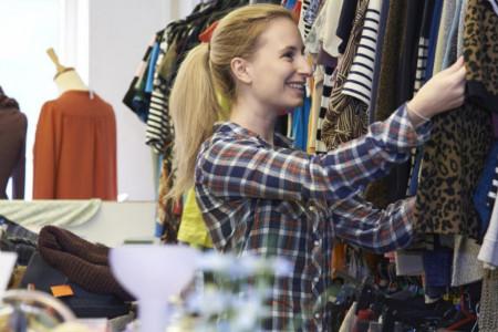 """Nemate iskustva u kupovini polovne odeće: Evo kako da dobro pazarite u """"second hand"""" prodavnicama"""