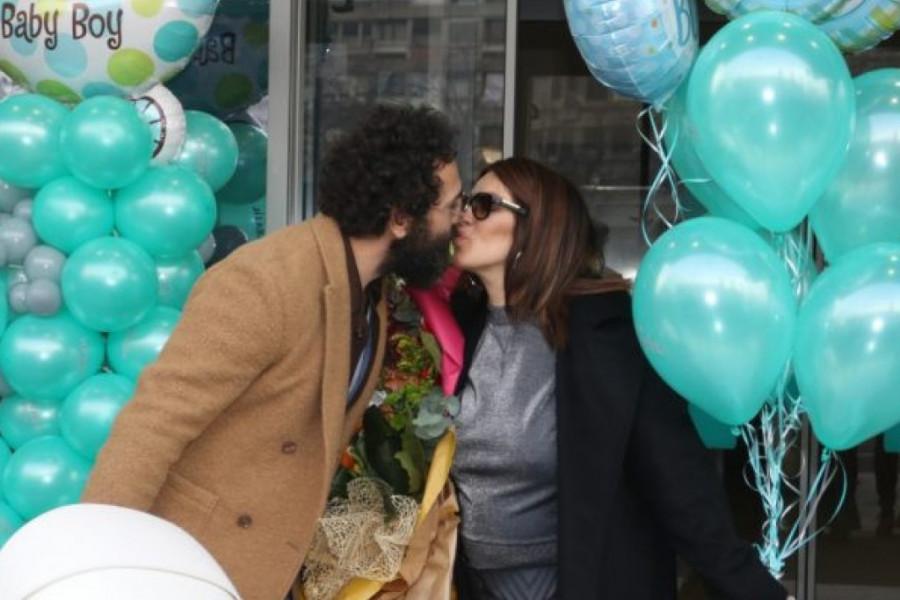 Seka Aleksić sa sinom napustila porodilište: Na koga liči maleni Jovan (foto)