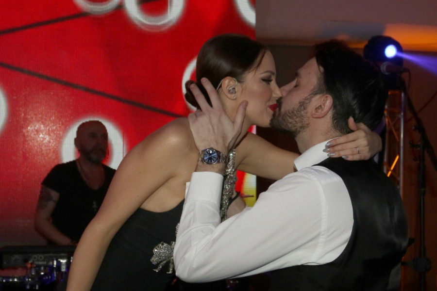 Aleksandra i Filip Živojinović: Poljubac tačno u ponoć pred hiljadama ljudi!