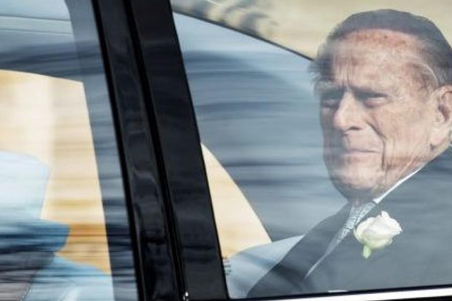 Kraljica Elizabeta uznemirena: Princ Filip iznenada odvezen u bolnicu
