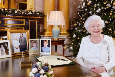 Proslava Božića kraljevske porodice: Uživaju u koktelima, kićenju jelke i luduju sve do jutra!