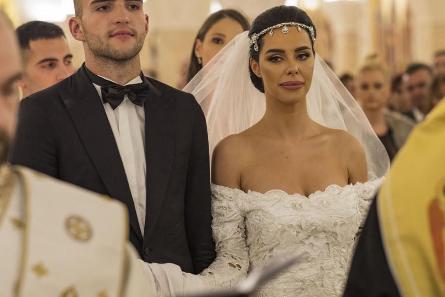 Bogdana Ražnatović na svojoj svadbi je ponela tri venčanice, a jedna je pobedila! (foto)