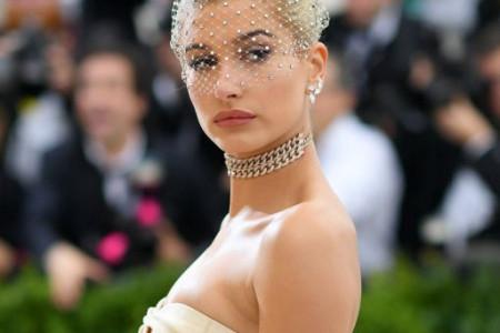 """Detalj koji do sada nije viđen: Hejli Boldvin pokazala venčanicu u kojoj je rekla """"da"""" Džastinu Biberu (foto)"""