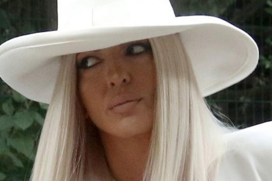 Jelena Karleuša blistala u belom, ali njene efektne čizme su top tema (foto)