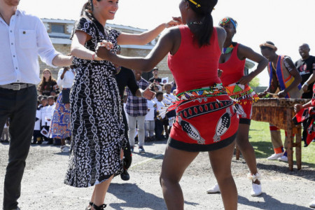 Afričke pustolovine vojvotkinje od Saseksa: Megan Markl zaplesala na ulici! (video)