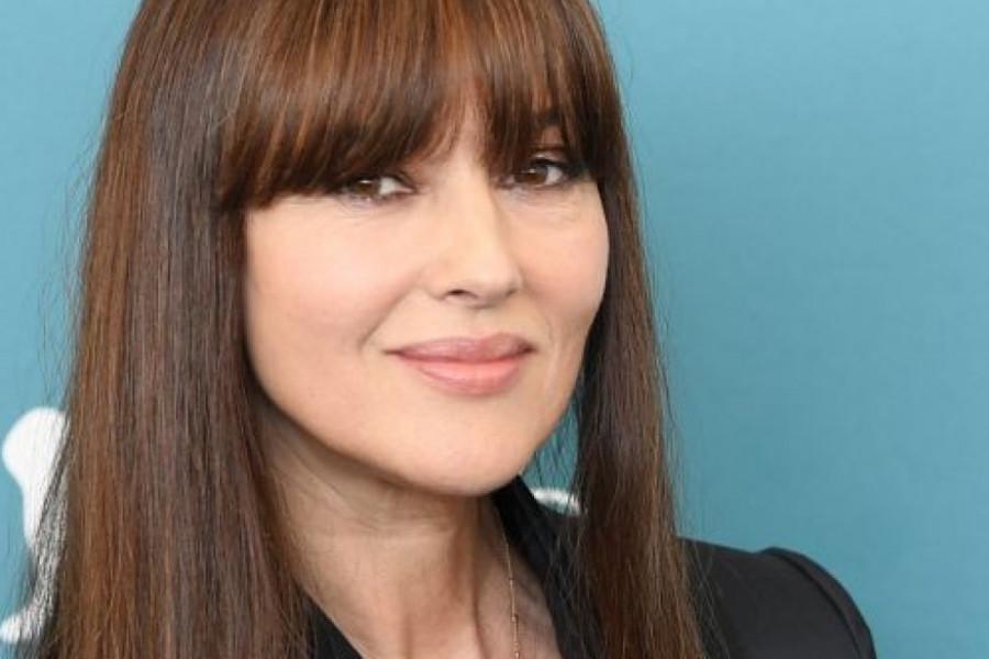 Kratko, seksi i iznenađujuće: Monika Beluči ima novu frizuru (foto)