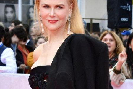 Efektni Šanel: Nikol Kidman plenila pažnju na crvenom tepihu (foto)
