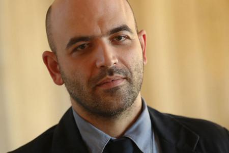 Roberto Savijano je pisac kojeg mafija želi da ubije zbog romana! (video)