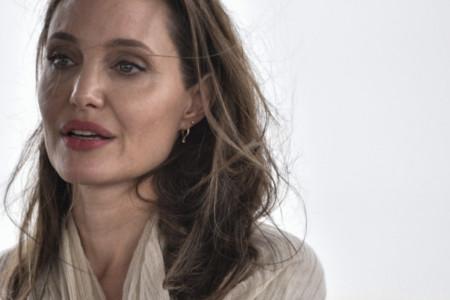 Bolan rastanak, Breda Pita nigde nema: Anđelina Džoli je jedva zadržala suze (video)
