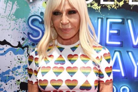 Velika greška luksuznog brenda: Versace morao da povuče majice iz prodaje i uništi ih! (foto)