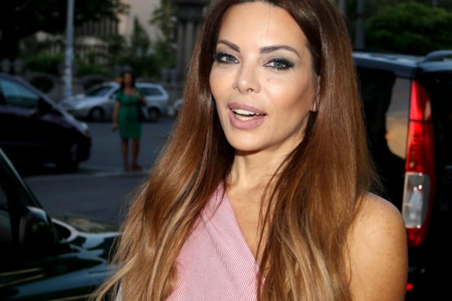 Nikolina Pišek je lepa, ali one su još lepše! (foto)