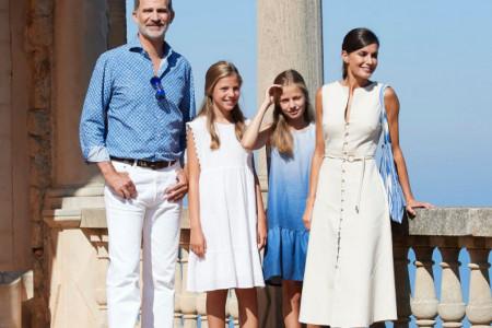 Španska kraljevska porodica na Majorki: Kraljica Leticija  u savršenoj letnjoj haljini