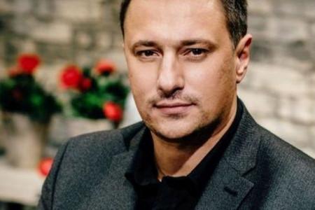 Smeh do suza: Kad Andrija Milošević sam sebi otpeva rođendansku pesmu (video)
