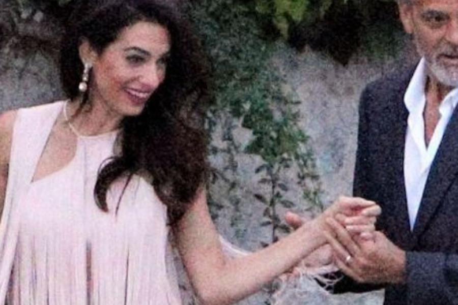 Amal Kluni: Roze haljina sa resama i šik torbica za koju postoji lista čekanja (foto)
