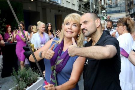 Suzana Mančić i Zvonko Marković u akciji - najlepši zaslužuju najlepši selfi! (foto)