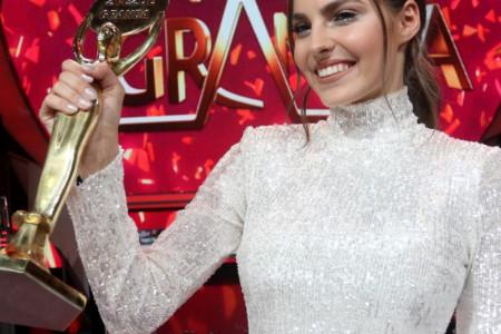 Džejla Ramović pobednica 13. sezone Zvezda Granda: Ko je 17-godišnjakinja zlatnog glasa (foto/video)
