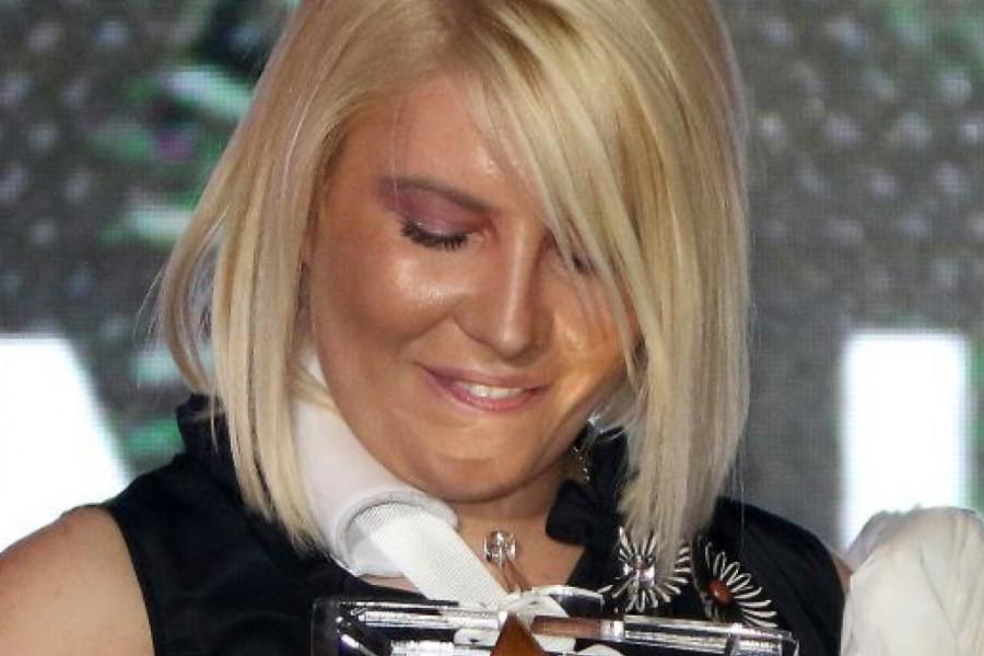 Ovacije i suze: Dea Đurđević nije mogla da zadrži emocije dok je primala nagradu (video)