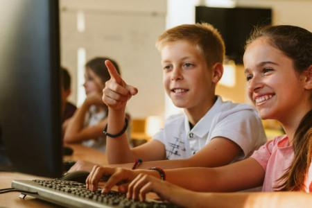 """Računarski kabineti za najmlađe pokretače: Počinje treći ciklus projekta """"Stvaramo znanje"""""""