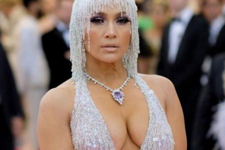 Žestoka konkurencija na Met Gali: Uvek izazovna Dženifer Lopez ostala u drugom planu zbog ove lepotice (foto)