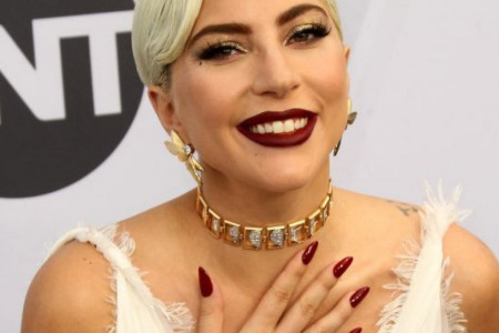 Lejdi Gaga: Hrabar i iskren osvrt na poročnu prošlost