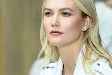 Nepodobna: Manekenku Karli Klos godinama ignorisali roditelji supruga