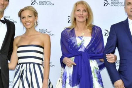 Njoj sve duguje: Novakova nagrada u rukama majke Dijane (foto)