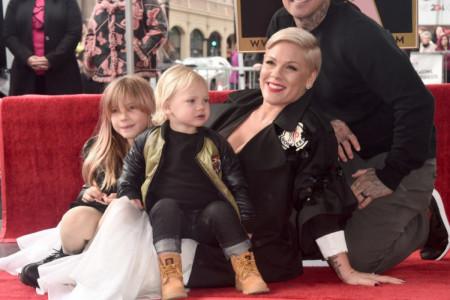 "Pink dobila svoju ""Zvezdu"" u Bulevaru slavnih: Vi ste moje dve zvezde bez kojih ne bih umela da sijam! (video)"