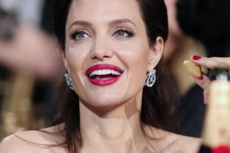 Ona je bogata i srećna žena: Anđelina Džoli ne skida osmeh sa lica (foto)