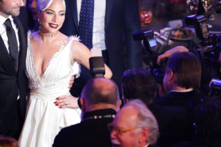 Sve dalje od Oskara: Bredli Kuper i Lejdi Gaga s još jedne dodele nagrada otišli praznih ruku (video)
