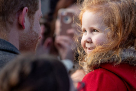 Ovo je još jedan dokaz zašto volimo princa Harija: Riđokosa devojčica je osvojila njegovo srce (video)