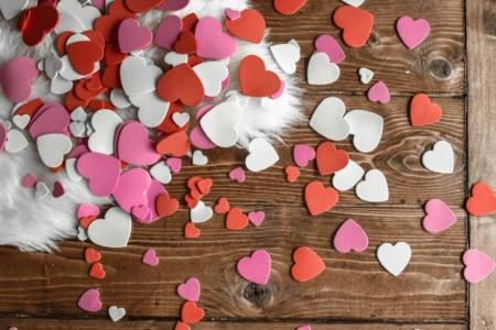 Ne možete u ludi izlazak ili na željeno putovanje? To nije razlog da ne slavite svoju ljubav!