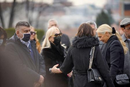 Prijatelji i porodica okupili se na pomenu Šabana Šaulića: Ilda i Sanela u suzama (foto)