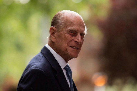 U jeku skandala, lepe vesti: Operisan princ Filip