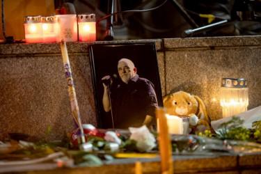 Leti, visoko: Đorđe Balašević sahranjen uz tamburaše i stihove njegovih pesama (foto)