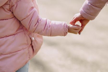 Razgovarajte, saslušajte, reagujte: Kako ukazati detetu na opasnost i da je izloženo zlostavljanju