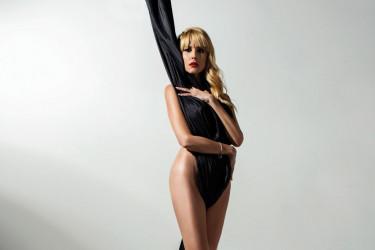 """Zavodljive fotografije Ive Štrljić za """"Hello!"""": Telo kao remek delo"""